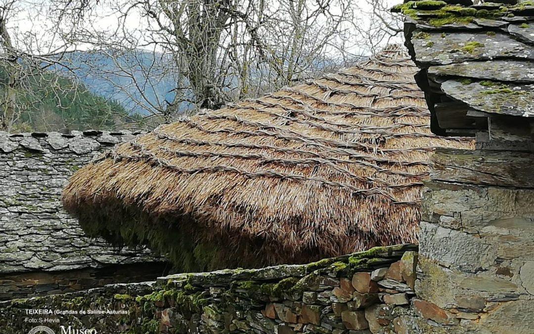 Cubierta de paja de centeno en hórreo en Teixeira, Grandas de Salime