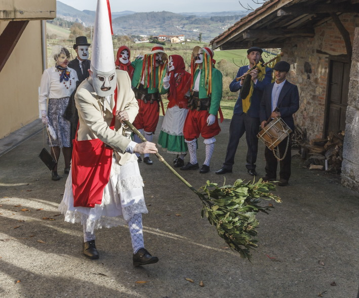 ¡Vuelven los aguinaldeiros! Mazacaradas de San Xuan de Villapañada, el Valledor ya Tormaleo